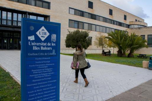Uno de los edificios de la UIB.