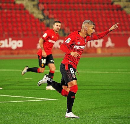 Salva Sevilla celebra el gol que anotó contra el Logroñés la pasada jornada de Liga.