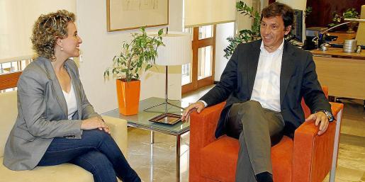 Los exalcaldes de Palma Aina Calvo (PSIB) y Mateu Isern (PP), en una imagen de archivo.