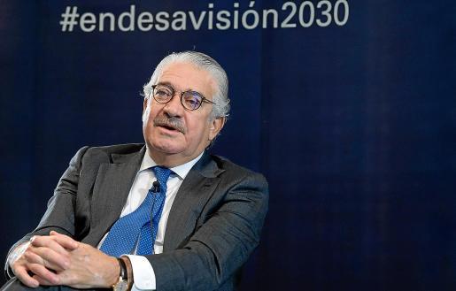 El consejero delegado de Endesa, José Bogas, aseguró que en Baleares se dan las «condiciones perfectas» para avanzar una década la descarbonización y lograr este reto en 2040.