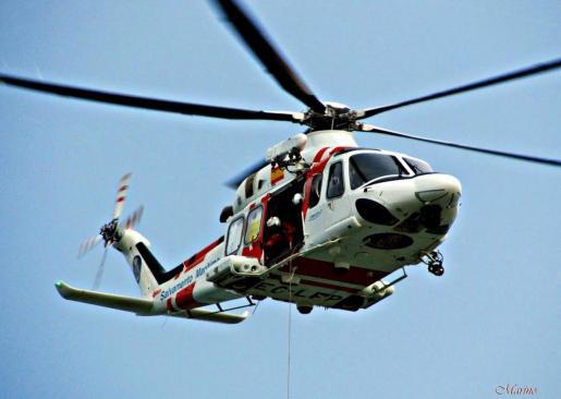 Un helicóptero de Salvamento Marítimo ha trasladado a la herida al Hospital Son Espases.