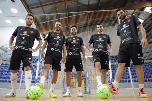 Los jugadores del Palma Futsal Rafa López, Allan, Marlon, Lolo y Tomaz posan en Son Moix.