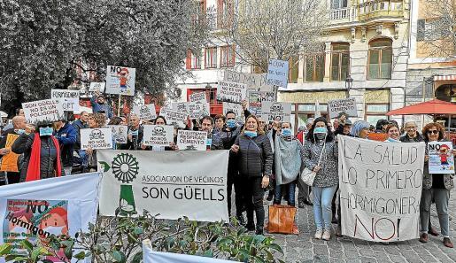 Imagen de una de las protestas realizadas por los vecinos de Son Güells en contra de la planta hormigonera.