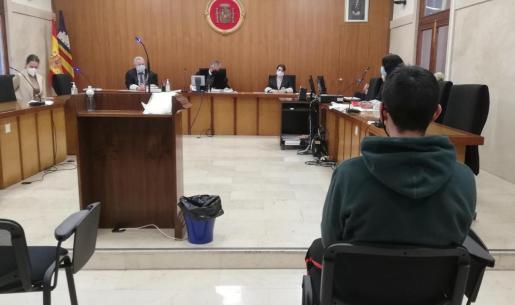 El joven ha reconocido este viernes en la Audiencia de Palma haber abusado de su novia de 15 años