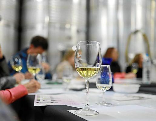 El evento vendrá precedido por una cata profesional de vinos.