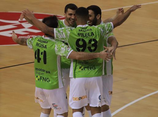 Los jugadores del Palma Futsal celebrando uno de los goles ante el O'Parrulo.