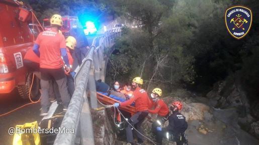 Home de 55 anys que ha caigut dins el torrent del Coll de Sóller, lesió cama esquerra. Immobilitzat i traslladat am… https://t.co/dlITBS6O5f