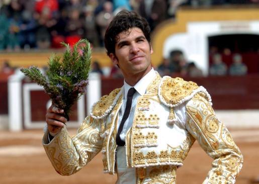 El diestro Cayetano Rivera Ordóñez, en una imagen de archivo durante una corrida de toros celebrada en Extremadura.