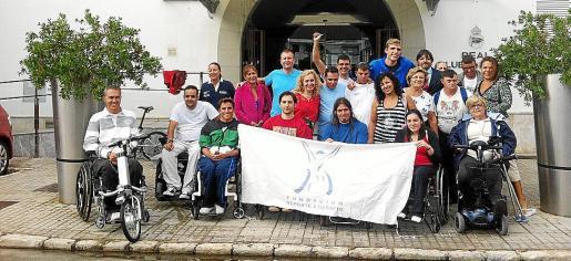 El delegado en Baleares de Prosegur, Carlos Botán, con algunos participantes.
