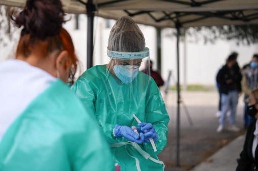 El trabajo de los profesionales sanitarios es fundamental en la pandemia.