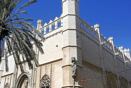 Sagrera construyó entre 1426-1441 el edificio de la Llonja de Palma.