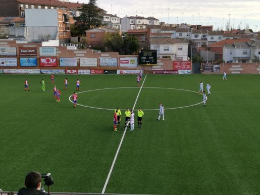 Imagen previa al inicio del partido en el estadio del Navalcarnero.