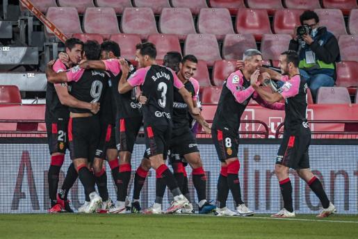 Los jugadores del Mallorca celebran el gol de Abdón el jueves pasado ante el Almería.