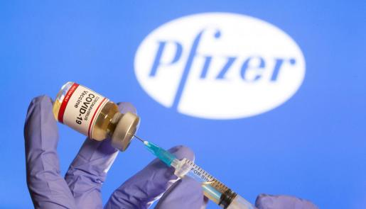 La vacuna de Pfizer ha causado reacciones en dos personas.