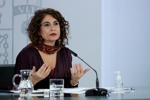 La portavoz del Gobierno y ministra de Hacienda, María Jesús Montero durante la rueda de prensa tras el Consejo de Ministros celebrado en el Palacio de la Moncloa este miércoles.