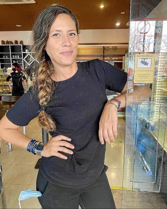 María Asunción vive lejos de los platós, pues trabaja como dependienta en la pastelería Ángel. A pesar de ello, asegura que le gustaría volver a la televisión.