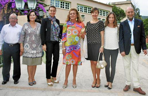 Pau Vich, Nieves Salas, María Salom, Marieta Salas, María José Frau, Montse Puyalto y José María Janer.