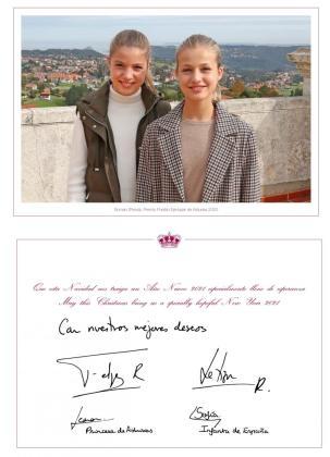 Fotografía de la postal de Navidad de la Familia Real, que este año la protagonizan en solitario la princesa Leonor y la infanta Sofía.