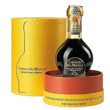 Cada una de las 300 familias que hacen la producción artesanal de Aceto Balsamico Tradizionale tiene su fórmula y cada una es un secreto bien guardado.