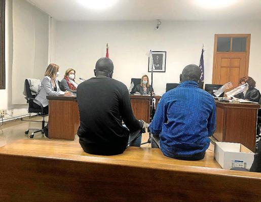 Los dos acusados en el juicio a prevención que tuvo lugar en una sala del juzgado de lo Penal número 1 de Vía Alemania, Palma.