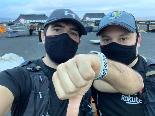 Juan Alberto Oliva y Juan López, a las puertas de donde tenía que comenzar la Spartan Race de Tenerife.