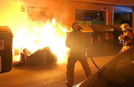 Imagen de uno de centenares de contenedores que ardieron en Palma en 2019.