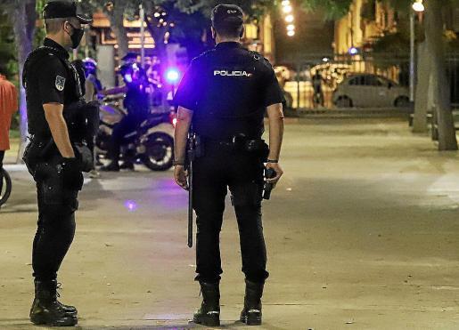 El hombre fue arrestado por la Policía Nacional tras el aviso de un vigilante.