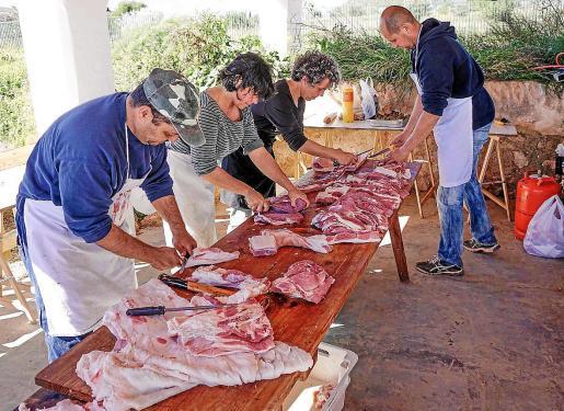 En las matanzas de Mallorca podrán participar seis personas como máximo, frente a las 10 previstas inicialmente.