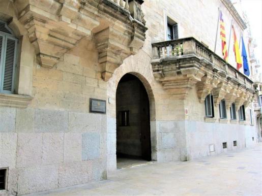 La Audiencia Provincial de Baleares ha condenado a un hombre a 14 años de prisión por violar a su hijastra.