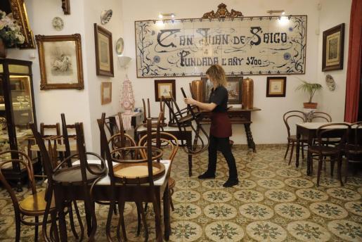 Can Joan de s'Aigo de la calle Sanç cierra tras las nuevas restricciones del Govern.