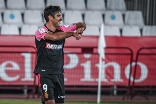 Abdón Prats, delantero del Mallorca, firmaba el tanto de la victoria para el conjunto bermellón en Guijuelo.