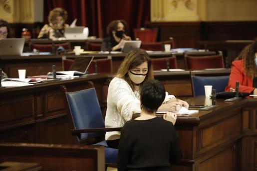 La presidenta del Govern, este miércoles en el Parlament balear.