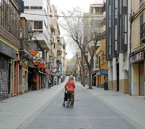 La imagen del año es la del confinamiento estricto de la población y el cierre de los comercios no esenciales. En la fotografía, la calle Oms de Palma a finales de marzo.