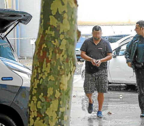El procesado, horas después de ser detenido, en Vía Alemania.