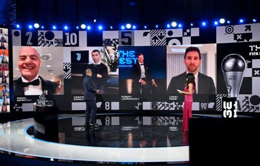 Cristiano Ronaldo, Robert Lewandowski y Lionel Messi durante el anuncio de premio.