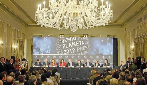 El jurado de la 61 edición del Premio Planeta, ayer en el Hotel Palace de Barcelona.