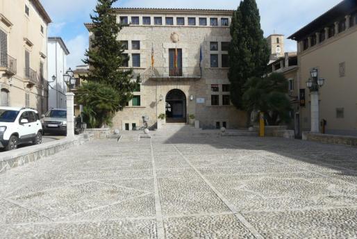 El Ajuntament de Artà sigue abierto pero con cita previa.