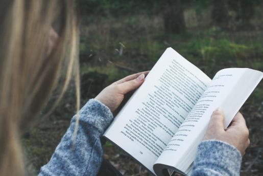 En este reportaje se recomiendan una serie de libros para regalar estas navidades.