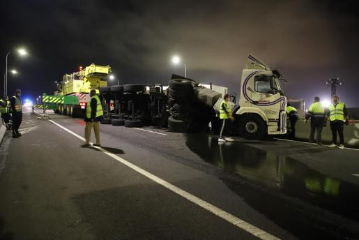 El accidente se ha producido sobre las nueve de la noche en el carril en dirección a Palma.