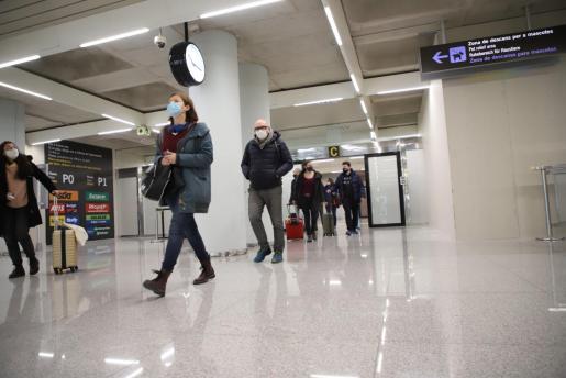 La mayoría de pasajeros han optado por hacerse en Son Sant Joan el test de antígenos.