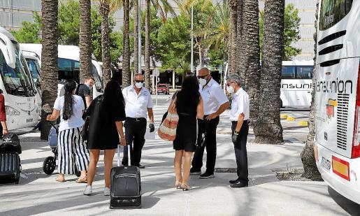 Seis millones de pasajeros. El aeropuerto de Palma registrará este año cerca de seis millones de pasajeros, frente a los 29,8 que se contabilizaron en 2019. La caída llega al 80 % y el impacto ha sido negativo en todos los sectores productivos de Mallorca, pero más en concreto en el turístico.