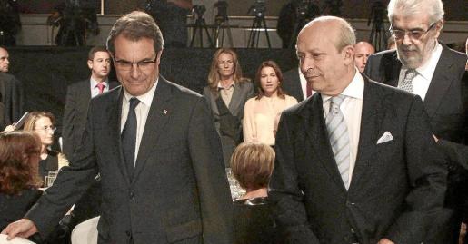 El ministro de Educación, José Ignacio Wert (2d); el presidente de la Generalitat, Artur Mas (i), y el presidente del Grupo Planeta, José Manuel Lara (d), al comienzo del acto de entrega del LXI Premio Planeta de Novela celebrado hoy en Barcelona.