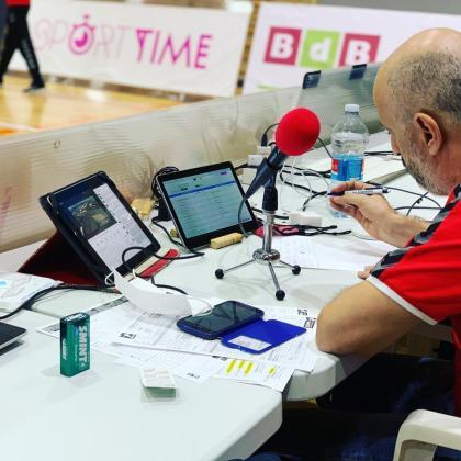 Imagen de Toni Pizà durante una de sus narraciones de voleibol esta temporada.