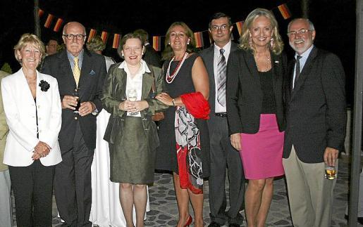 Kate Mentik, Pedro Pablo Marrero, Frau Lochner, María Luisa Alcántara, Victor Manuel Navarro, Amy Christiansen y José María Lavilla.