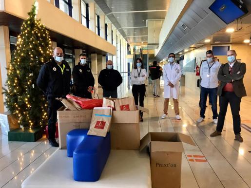 La policía local de sa Pobla ha repartido regalos entre los niños y niñas.