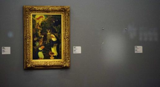 Vista del lugar donde se encontraba uno de los cuadros robados en el museo Kunsthal, en Rótterdam, Holanda.