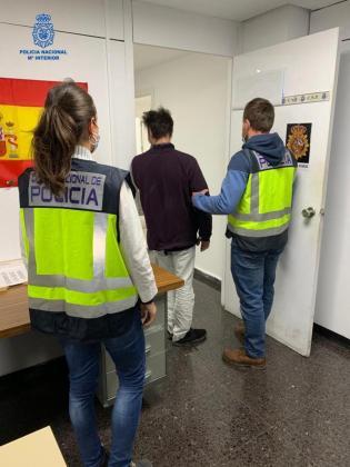 El arrestado, en la Jefatura de la Policía Nacional de Palma.
