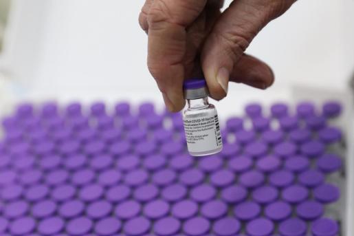 También se conoce que el envío desde Bélgica de la vacuna desarrollada por Pfizer y BioNTech comenzará «de inmediato» y cada país europeo recibirá inicialmente dos contenedores para que puedan empezar a vacunar en las mismas fechas.