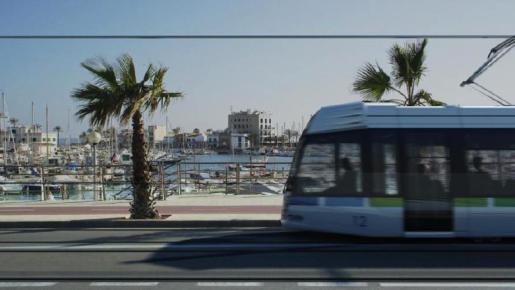Fotomontaje de la futura imagen del tranvía a su paso por el Paseo Marítimo.