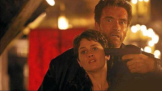 'El fin de los días'. Estrenada en el cambio de milenio, la cinta de Peter Hayms cuenta con un Arnold Schwarzenegger dispuesto a lo que haga falta para evitar el fin del mundo con el nuevo año.